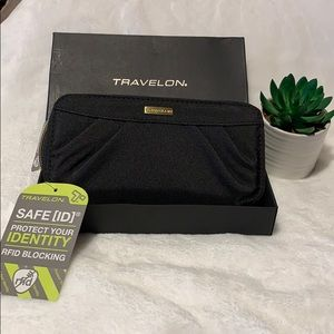 Travelon Nylon Wristlet/Wallet